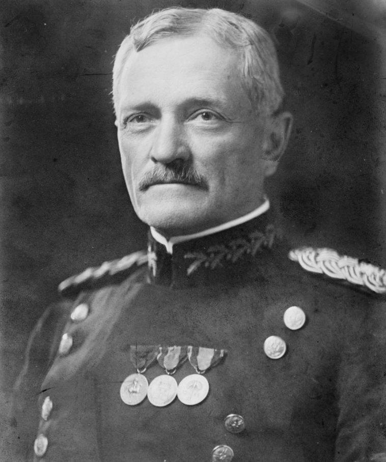 General_John_Joseph_Pershing_head_on_shoulders